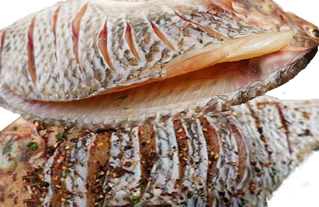Thực hiện món cá nướng tây bắc